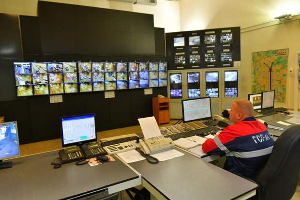 Мониторов в диспетчерском пункте - более 350 / Фото: Денис Афанасьев