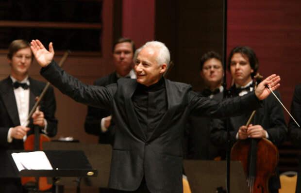 http://www.classicalmusicnews.ru/wp-content/uploads/2013/10/Spivakov-Virtuozy1.jpg