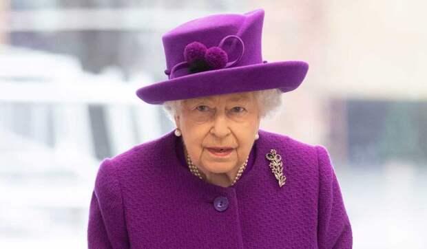 Брошенная и никому не нужная: Елизавета II осталась в гордом одиночестве