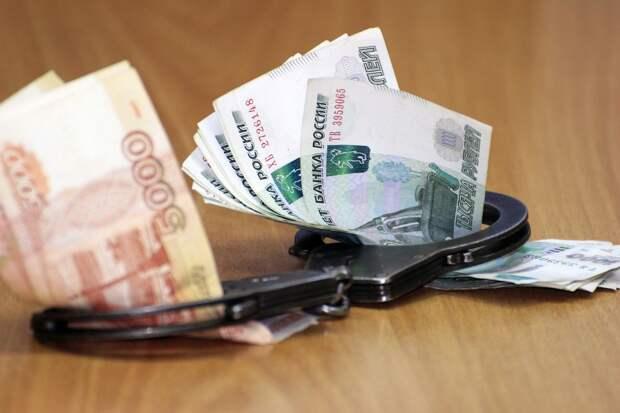 Экс-полицейского из изолятора в Сарапуле обвинили в получении взятки