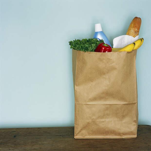 Бумажные пакеты. При помещении бумажных пакетов из супермаркетов в микроволновку не только может возникнуть возгорание, но и произойти выброс неприятных токсических веществ. Лучше обойтись без этого.