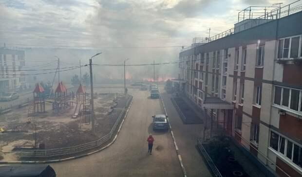 «Огонь подошел кдомам»: нижегородцы сообщают оновом возгорании травы