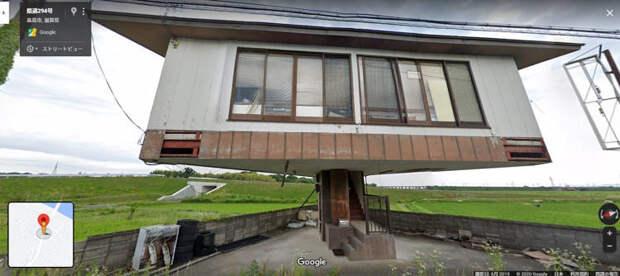 Японец построил самый необычный дом в стране: он весь держится на одной лестнице