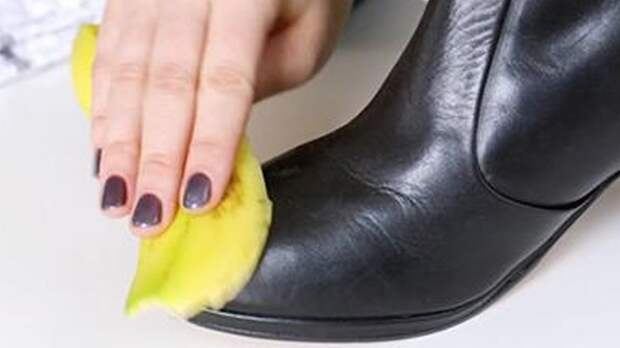 Банановая кожура в качестве крема для обуви.