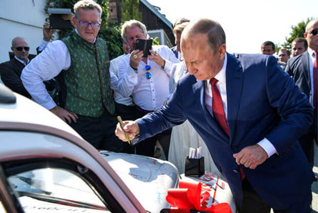 Кабриолет с автографом Путина продали за 20 тысяч евро