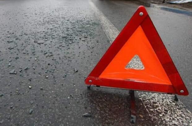На Шереметьевском шоссе грузовик наехал на дорожную конструкцию