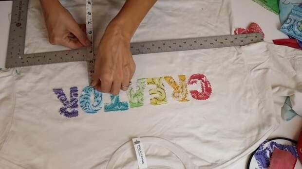Мастерица знает простой, но эффектный способ преобразить простенькую футболку