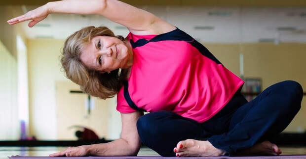 Всем женщинам, перешагнувшим 50-летний рубеж, нужно выполнять безопасные и полезные упражнения
