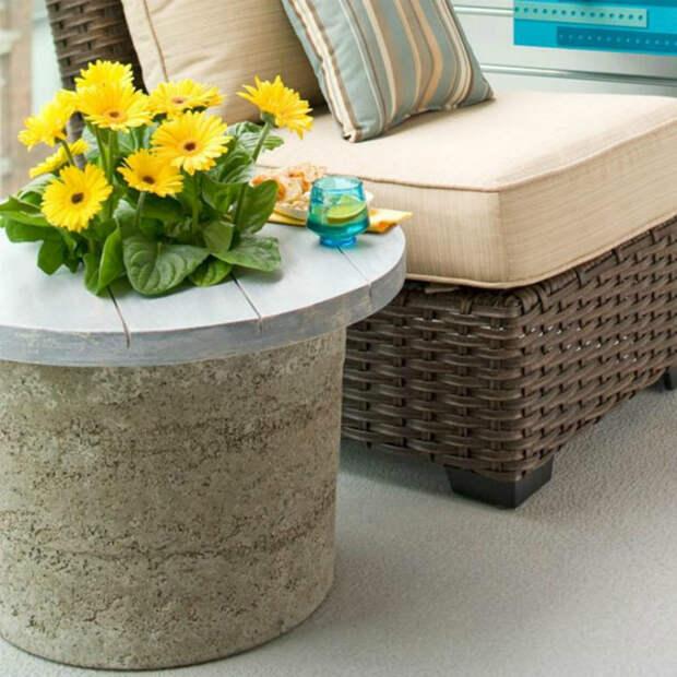 Столик из бетона. | Фото: Designmag.fr.