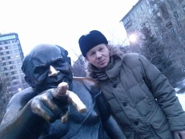 Фотоконкурс: меломан из Некрасовки увековечил первый памятник Доценту