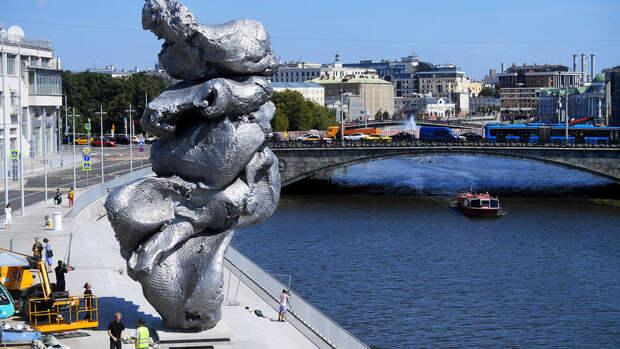 Главный архитектор Москвы оценил скульптуру на Болотной набережной