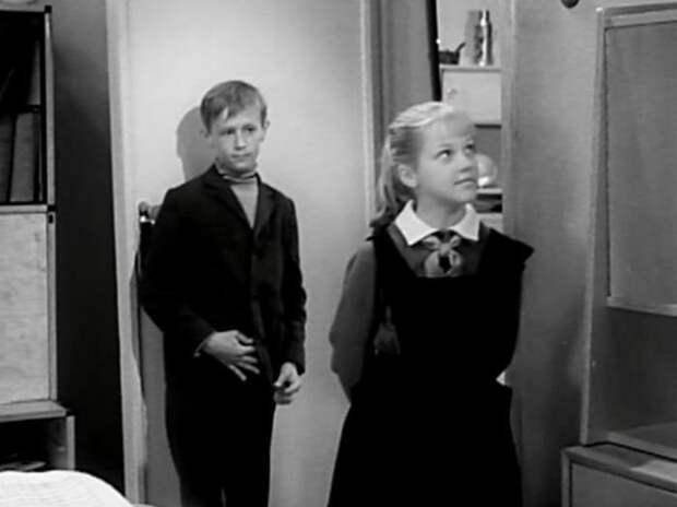 Кадр из фильма *Звонят, откройте дверь*, 1965 | Фото: vokrug.tv
