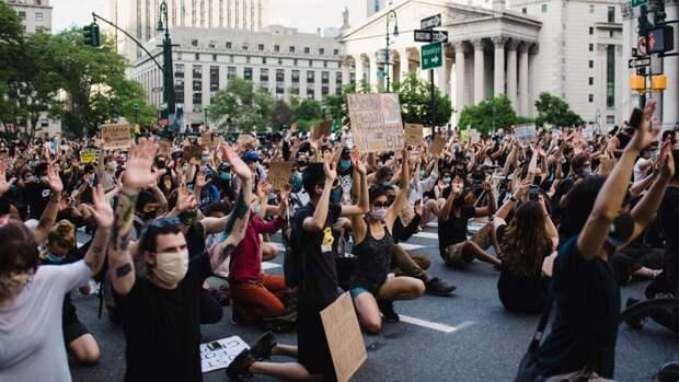 Участники BLM провели митинг в поддержку белой «жертвы»