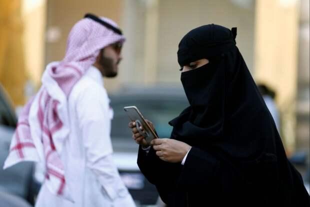 Незамужним девушкам в Саудовской Аравии разрешили жить и путешествовать самостоятельно