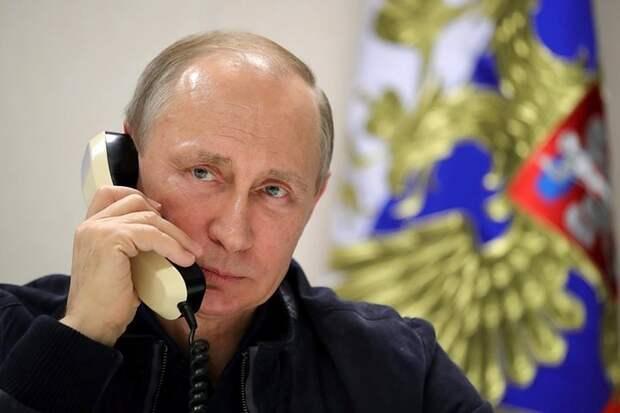 Песков объяснил, почему у Путина нет телефона