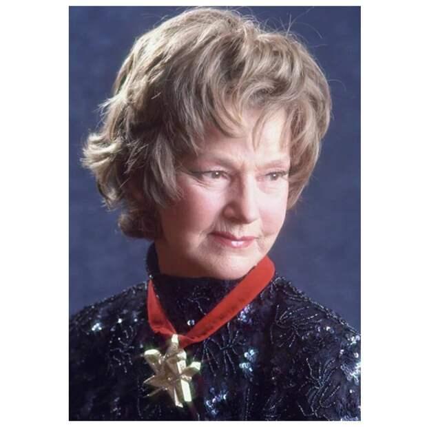 Блистательной Юлии Борисовой уже 95 лет, и она по-прежнему прекрасна