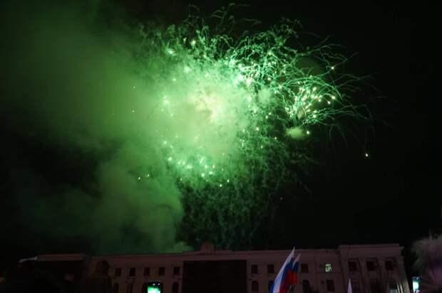 Салют в Симферополе в честь 7-летия Крымской весны 18 марта 2021: фото, видео