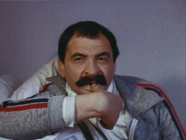 Илья Олейников в фильме *Приморский бульвар*, 1988 | Фото: kino-teatr.ru