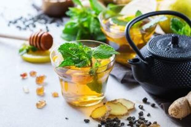В чай – крапиву и имбирь. Что поможет снять сонливость и усталость осенью?