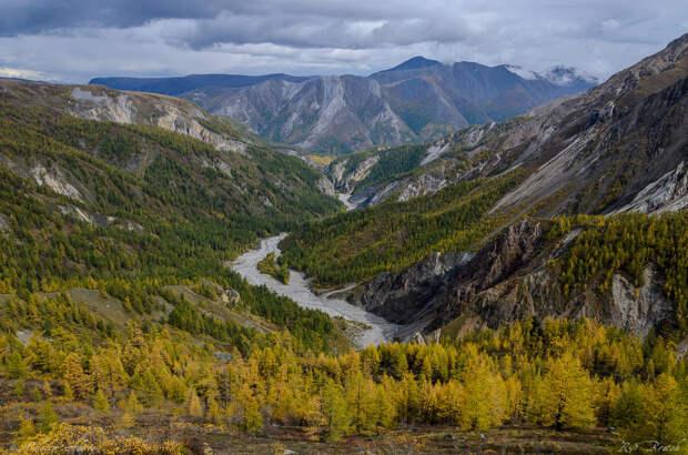 Взгляд вниз на долину Белого Иркута - откуда мы пришли