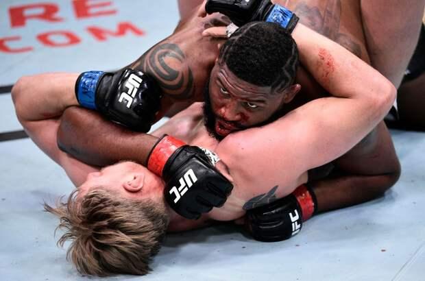 Лучший русский тяж в UFC нокаутировал легенду ММА Оверима. Волкову понадобилось 7 минут и 54 удара