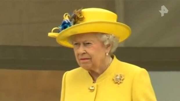Елизавета II отказалась от одежды с натуральным мехом из-за критики