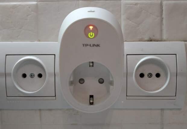 На умных розетках и выключателях есть специальные датчики дистанционного управления / Фото: nv.ua