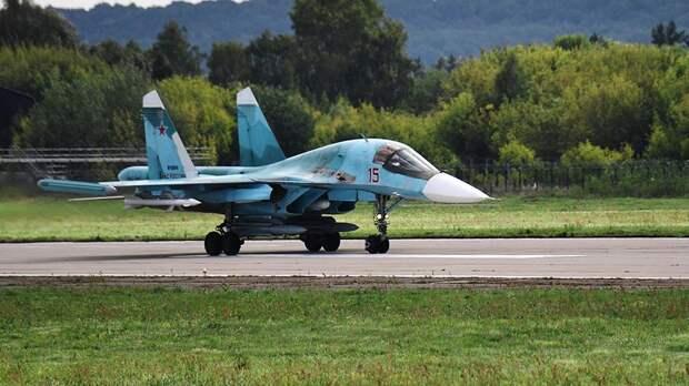 Многоцелевой истребитель-бомбардировщик Су-34 на Международном авиационно-космическом салоне МАКС-2019 в подмосковном Жуковском