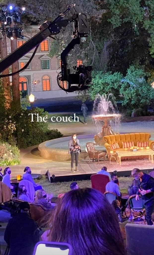 """Мэттью Перри и зрители опубликовали первые кадры со съемок специального выпуска """"Друзей"""""""