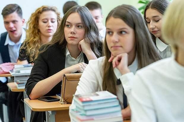 Ленинградским педагогам, воспитавшим победителей Всероссийской олимпиады школьников, будут вручать губернаторские премии