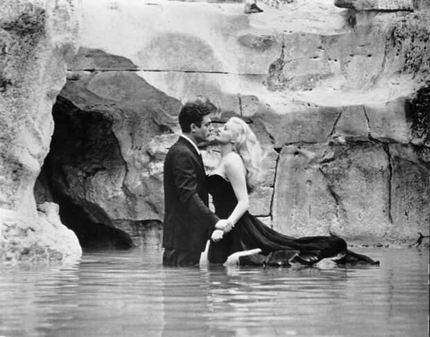 Фонтанная сцена в «Сладкой жизни», 1960 год (Wikimedia / La dolce vita )