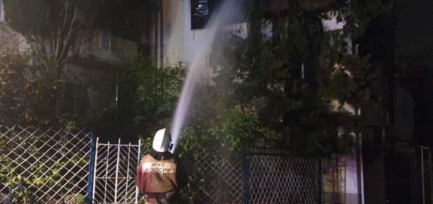 В Ялте ночью произошёл крупный пожар в трёхэтажном здании