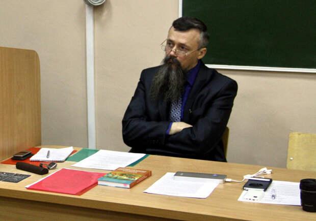 """Герой или преступник? Психолог, педагог и ветеран """"Альфы"""" - о пермском учителе, который читал лекцию во время расстрела"""