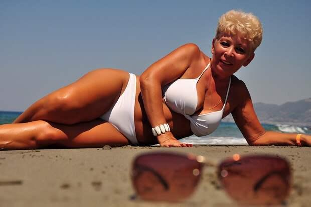 Можно ли женщине знакомиться, выставляя свои фото в купальнике?