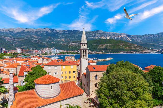 Черногория отменит все ограничения на въезд для туристов из России