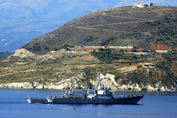 В Балтийском флоте объявили о слежении за эсминцем США Ross