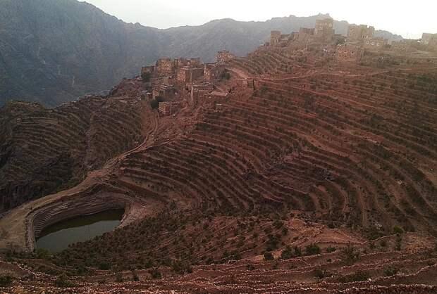 Деревня Шехара и резервуар с водой