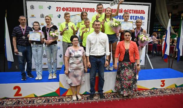 Михаил Дегтярёв вручил ключи отавтомобиля победителям физкультурного фестиваля