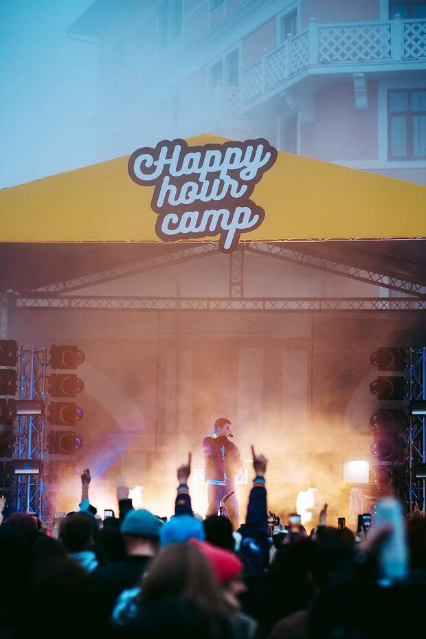 Как прошел крутейший фестиваль снежных видов спорта и музыки Happy Hour Camp 2021 в Красной поляне