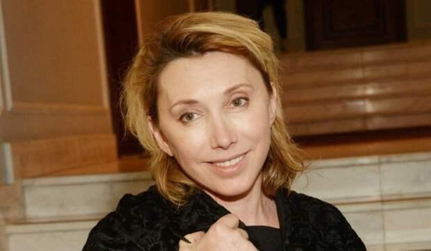 «Какая пошлость!»: Елену Воробей припечатали за откровенный прикид