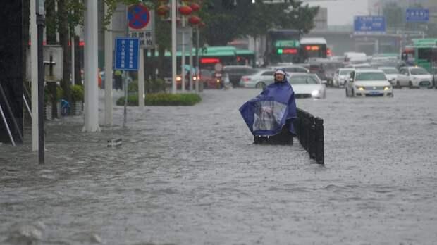 Как минимум 33 человека погибли в разрушительных наводнениях в Китае