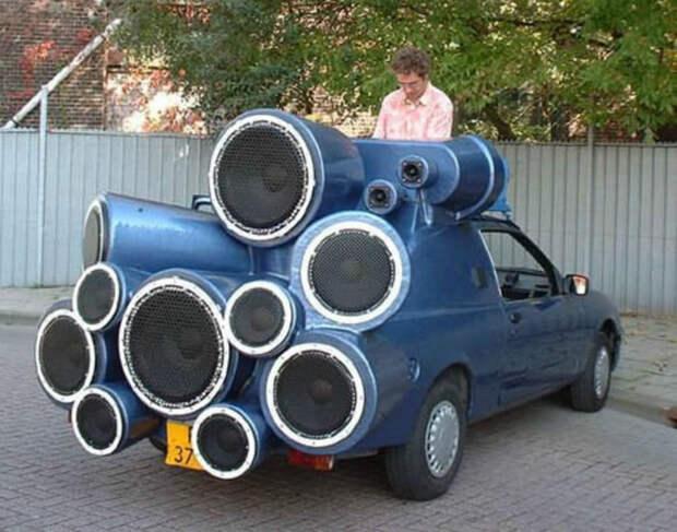Музыкальный центр на колесах.