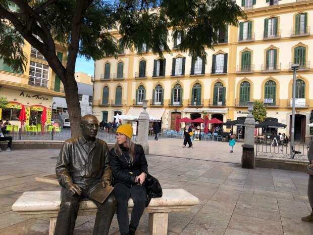 Эколог из Марьина отдохнула на лавке с Пикассо