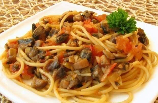 """""""Спагетти с овощами и соевым соусом"""""""