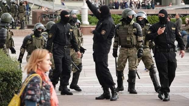"""""""Мирный"""" протест с камнями в Минске. ОМОН объяснил, почему перешёл на резиновые пули и газ"""