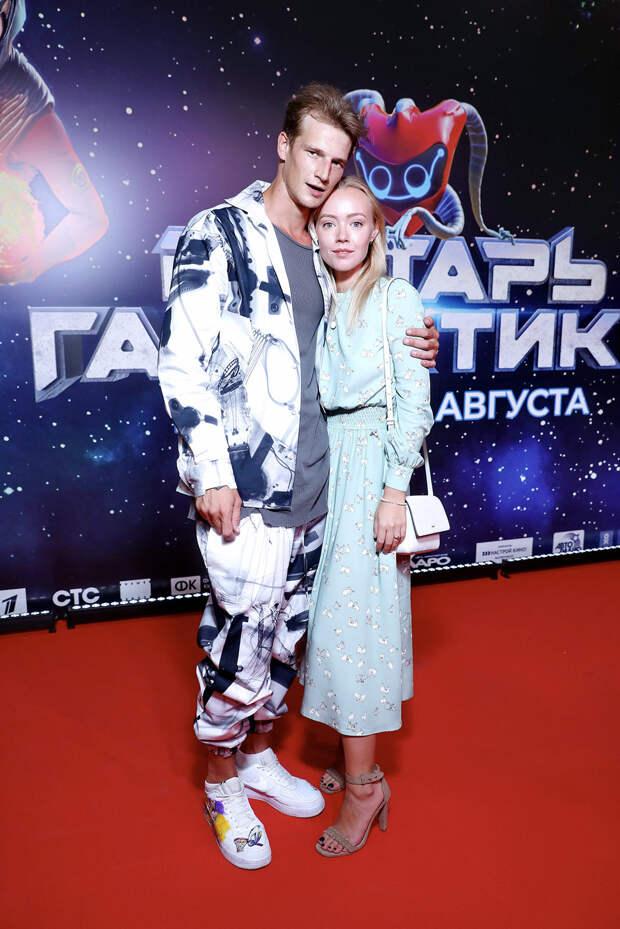 Космобол: Александр Петров, Стася Милославская и Светлана Иванова