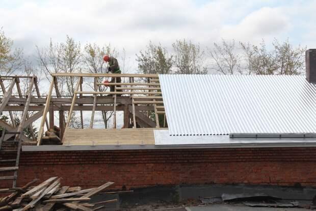 Ремонтировавший крышу гимназии мужчина погиб в Глазове