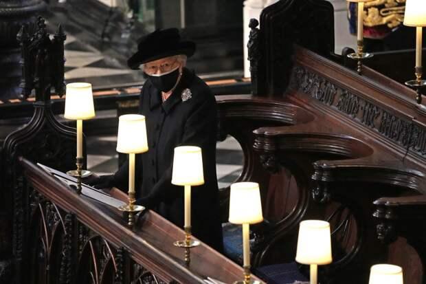 О чём на похоронах принца Филиппа, рассказал язык тела Елизаветы II