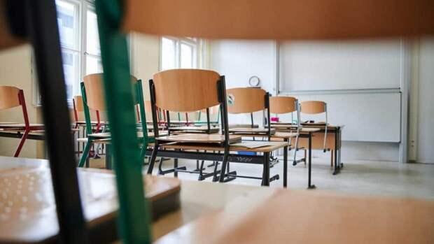 Чтобы не закрывать школы, уроки будут проводить в парках, во дворах и на стадионах