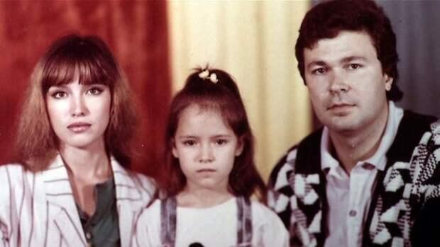 Самохина с первым супругом Александром Самохиным и дочерью Сашей